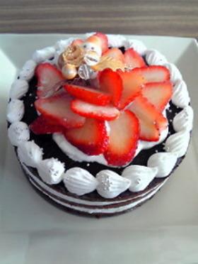 米粉スポンジのデコレーションケーキ