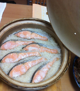 ドカーン!と土鍋で鮭ご飯
