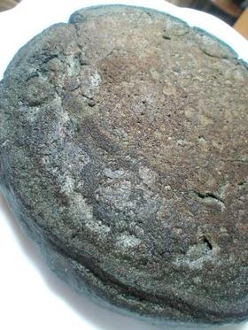 チャコールと全粒粉のメープルパンケーキ