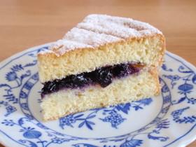 ブルーベリージャムとスポンジのケーキ
