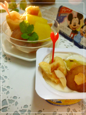 冷凍フルーツ&ワッフルのヨーグルトソース