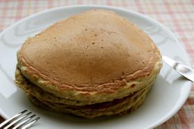 朝ランチに!しっとりライ麦粉ホットケーキ