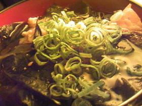 簡単:塩鮭とワカメとめんつゆの胡麻雑炊