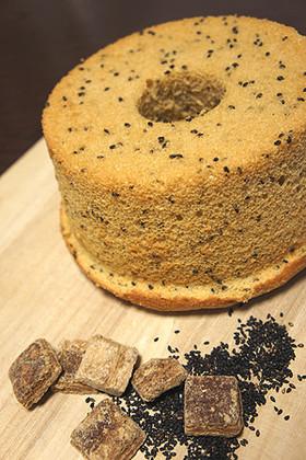 黒糖味噌と黒ゴマのシフォンケーキ