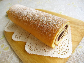 ブルーベリージャムのロールケーキ