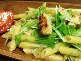 鶏ささみと水菜のアーリオオーリオ風ペンネ