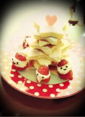 苺サンタとクリスマスツリーのホットケーキ