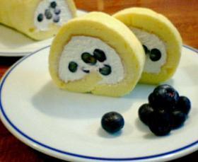 ブルーベリーとチーズクリームのスフレロールケーキ