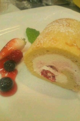 春色々ベリーロールケーキ