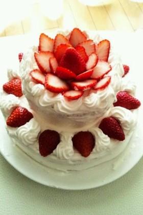 イチゴたっぷりデコレーションケーキ