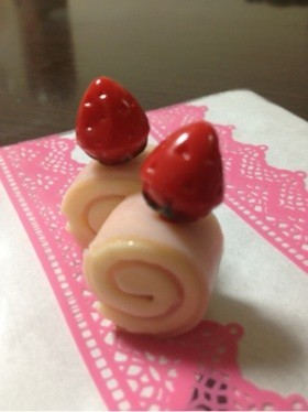 キャラ弁に!イチゴのロールケーキ
