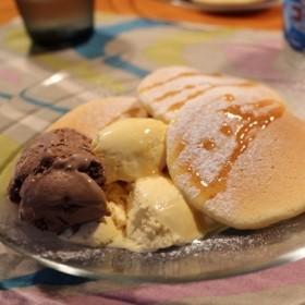 夏はアイスとパンケーキ