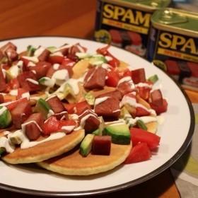 スパムとトマト アボカドのパンケーキ