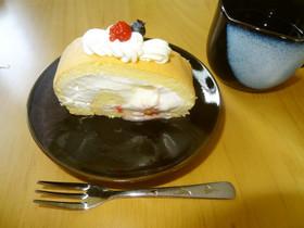 ヨーグルトクリームの米粉ロールケーキ
