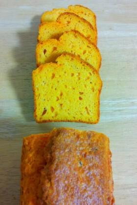 トマトとパルメザンチーズのパウンドケーキ