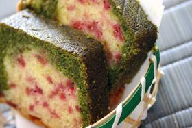 抹茶とラズベリーの2色パウンドケーキ