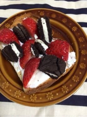 反則?苺とオレオヨーグルトのトースト
