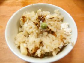 鯛とタケノコとえんどう豆の炊き込みご飯
