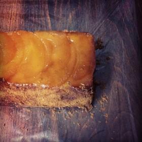 リンゴのアップサイドダウンパウンドケーキ