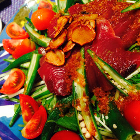 鰹とオクラの旬サラダ(ガーリック生姜味)
