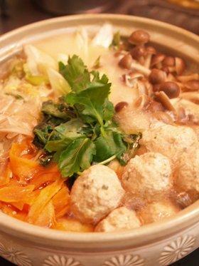 秋冬野菜たっぷりヘルシー蓮根鶏団子鍋