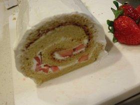 簡単☆丸型スポンジでロールケーキ♪