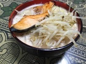 鮭と酒粕で仕立てたスープの石狩ラーメン