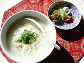 薬味と鶏たっぷりの本格派中華粥: