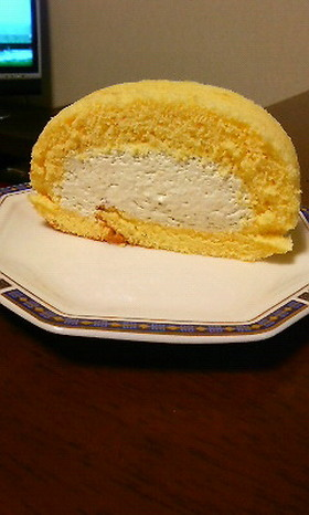 濃厚美味しいピスタチオロールケーキ