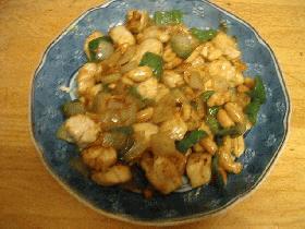 鶏肉とナッツの炒め物
