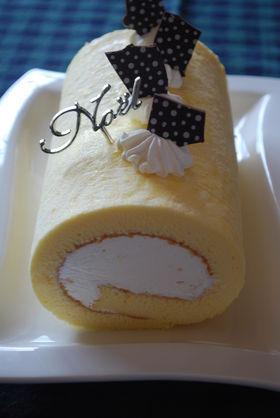 レアチーズ風味のロールケーキ