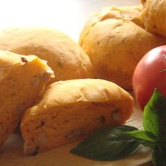 【天然酵母】トマトとバジルのベーコンチーズブレッド(持ち帰り生地つき)