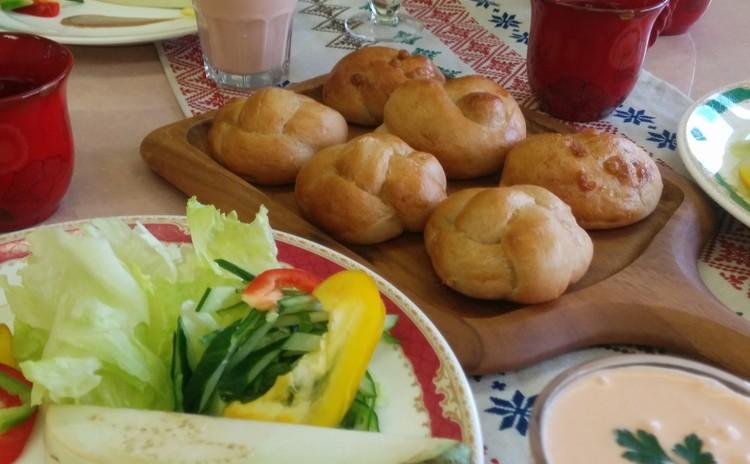 ヘルシーブレッド焙煎玄米パンとまだまだ暑いのでトマトのビシソワーズ