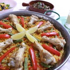 本場スペインにも負けない!鶏肉のパエージャ&マッシュルームのアヒージョ