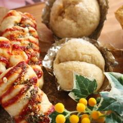 ひとつの生地で2種類のパン☆ウインナーロールとはちみつシュガーパン