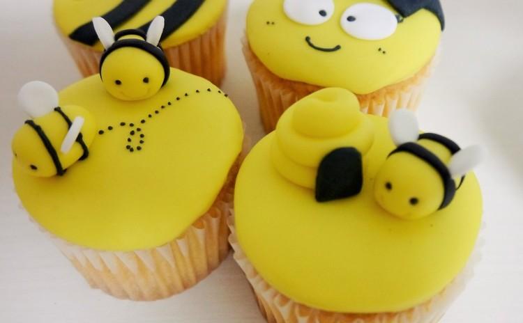 ミツバチのカップケーキデコレーション