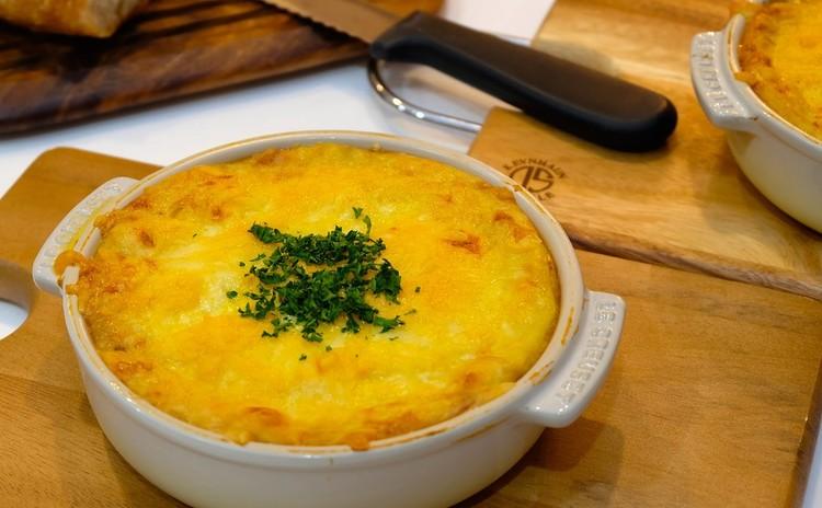 ボジョレーに合う♪アッシパルマンティエとお店の味オニオングラタンスープ