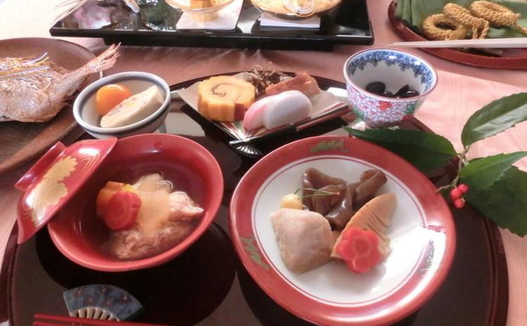 ☆おせち料理を皆様と♪お雑煮♪伊達巻♪黒豆♪お煮物♪高野豆腐♫鶏肉他