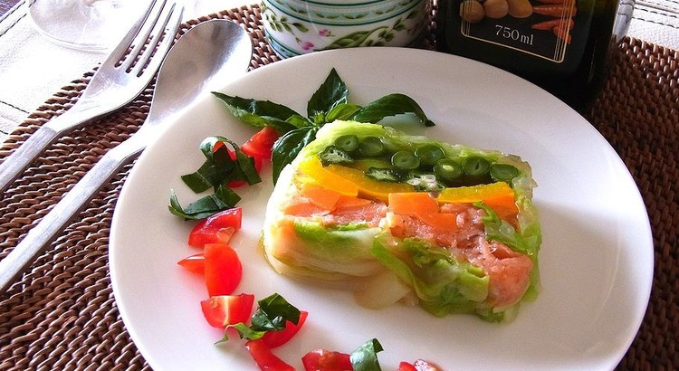 彩り野菜とスモークサーモンのテリーヌ