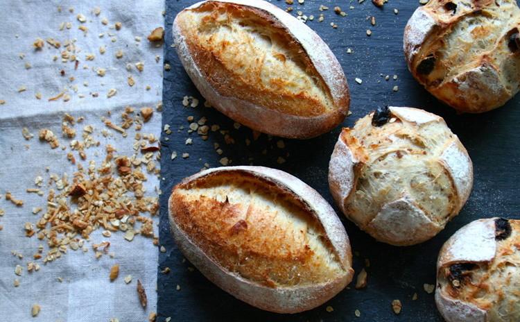 自家製酵母ハードパン!セモリナ粉のハードパン&グラノーラプチパン
