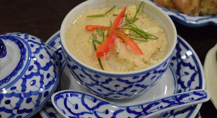 ホーモックタレー(レッドカレー風味のシーフード茶碗蒸し)