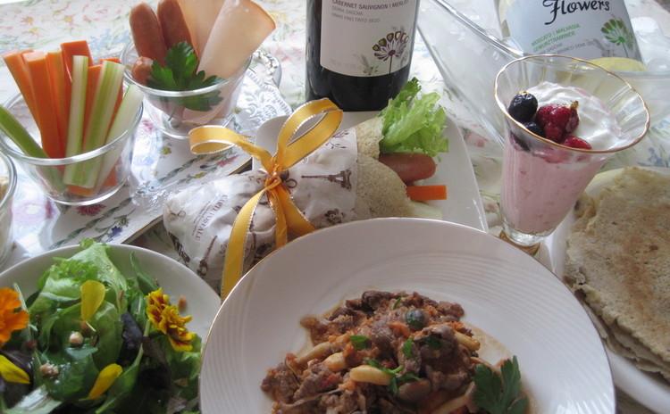 世界のご馳走ブラジル♪ビーフストロガノフにパンケッカ&お花のサラダ♡