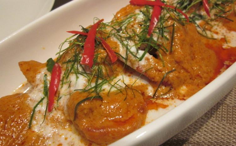 手作りレッドカレーペーストで絶品!海老のカレーソース炒めと鮭の蒸し物☆