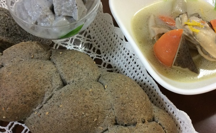 乳製品無し白神胡麻編みパン、具沢山根菜胡麻スープで寒さを乗り切ろう‼️