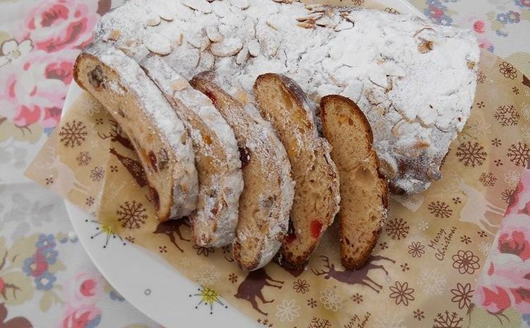 クリスマス「ドライフルーツ漬けシュトーレン」と「ブリオッシュ」