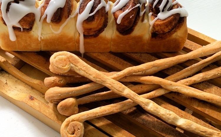 国産小麦で作るシナモンロールのちぎりパン&ゴマとチーズのグリッシーニ♪