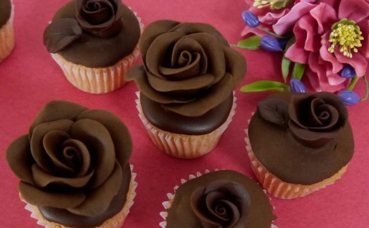 バレンタイン・チョコレートローズのカップケーキ