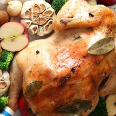 お持ち帰り*クリスマスの丸鶏1羽&彩りサラダ*特製ソースも