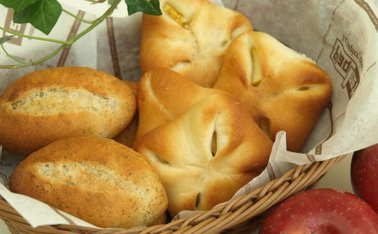 紅茶パン&アップルチーズパン