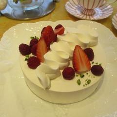 糖質制限でベリーのフォレノワール!苺と木苺のダブルベリーが魅力です!